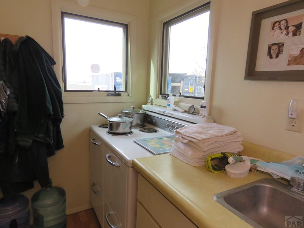 Additional Stove and Sink for additional photo 22